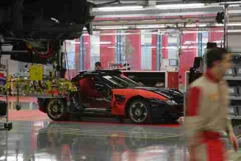 Μια βόλτα στο εργοστάσιο της Ferrari στην Ιταλία.