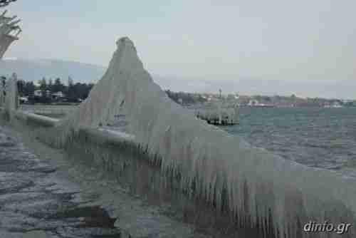 Φυσικά γλυπτά απο πάγο