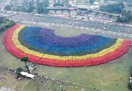 World's Largest Human Rainbow
