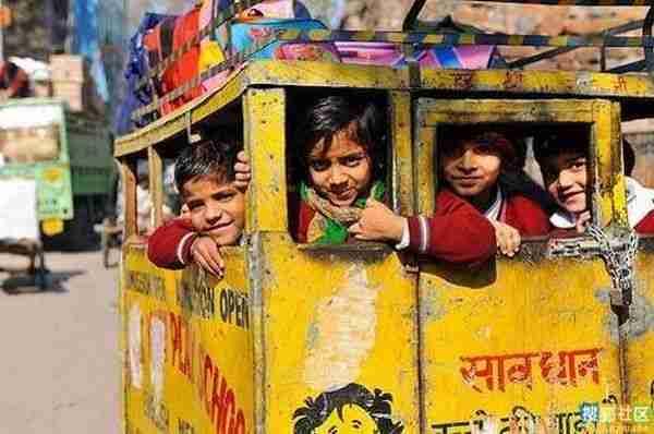 Σχολικά λεωφορεία στην Ινδία