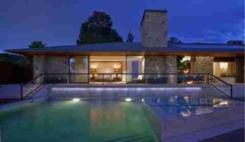Η Jennifer Aniston πουλάει το σπίτι της
