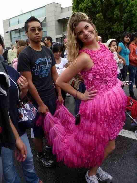 Φόρεμα από προφυλακτικά