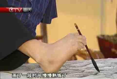 Ένας ζωγράφος χωρίς χέρια!