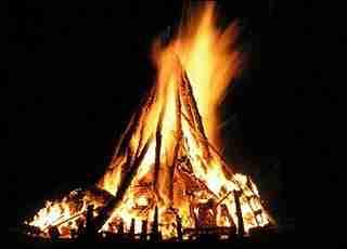Γεια σας, ήρθαμε να σας κάψουμε....