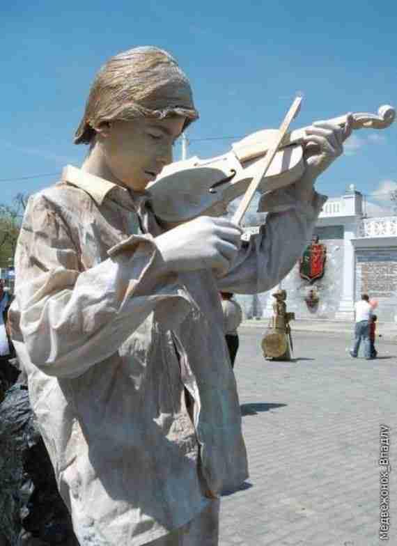 Διαγωνισμός ζωντανών αγαλμάτων στη Ουκρανία