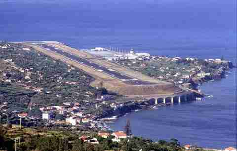 Ένα αεροδρόμιο πάνω σε κολώνες