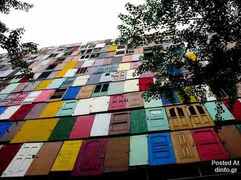 Το κτίριο με τις 1000 πόρτες!