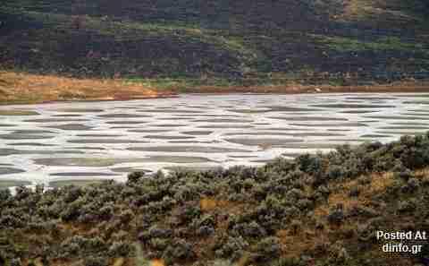 Η λίμνη με τα κηλίδες