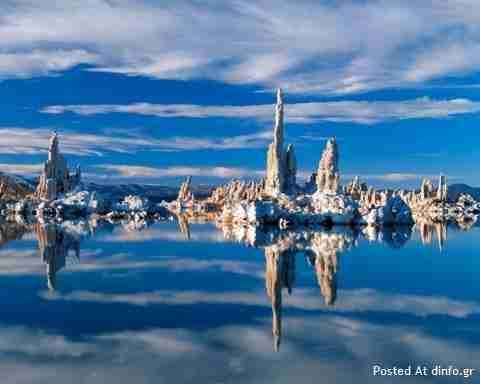 Η απόκοσμη λίμνη Mono στην Καλιφόρνια