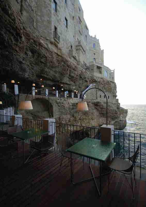 Ένα εστιατόριο μέσα σε σπηλιά