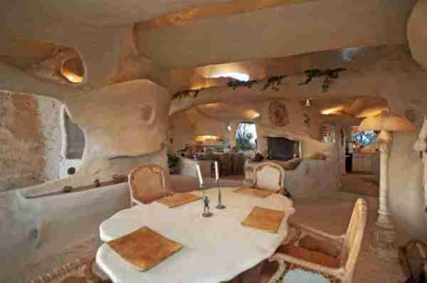 Πωλείται το σπίτι των Flintstones