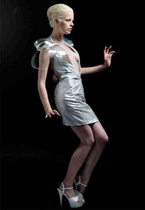 Το διάφανο φόρεμα