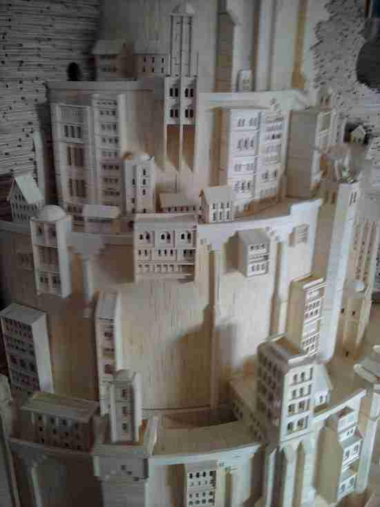 """Η πόλη """"Minas Tirith"""" από σπίρτα"""