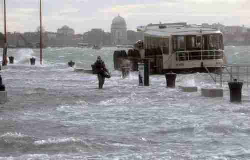 Και η Βενετία συνεχίζει να βουλιάζει..