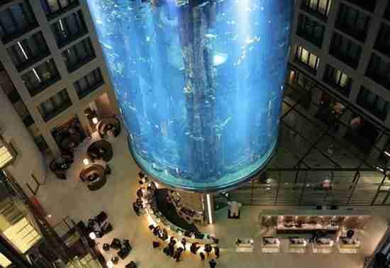 Το μεγαλύτερο κυλινδρικό ενυδρείο του Κόσμου