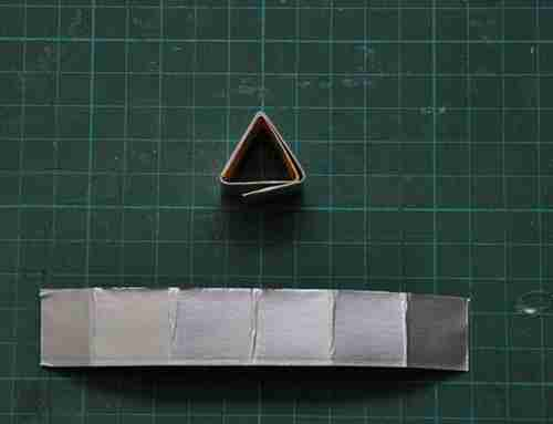 Λάμπα από άδειες χάρτινες συσκευασίες