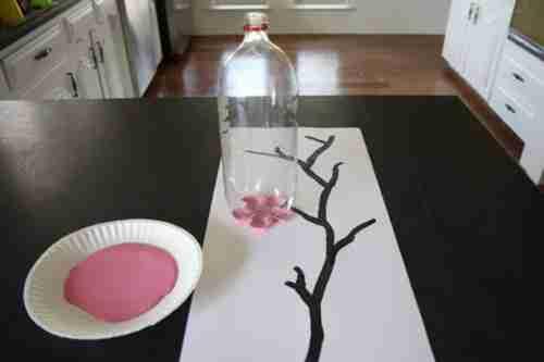 Όμορφα έργα τέχνης χρησιμοποιώντας πλαστικά μπουκάλια και χρώμα