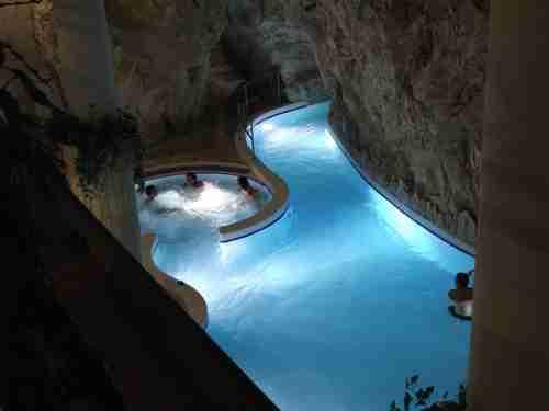 Το σπήλαιο με τα ιαματικά λουτρά, στην Miskolctapolca