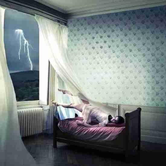 Δραπετεύοντας σε ένα παράξενο μυστηριώδες όνειρο
