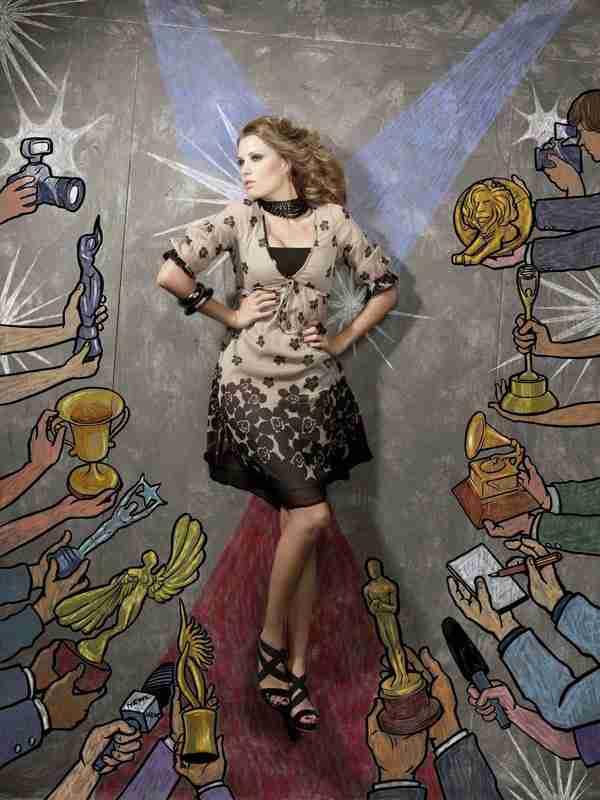 Μοντέλα ποζάρουν σε ζωγραφισμένα πεζοδρόμια