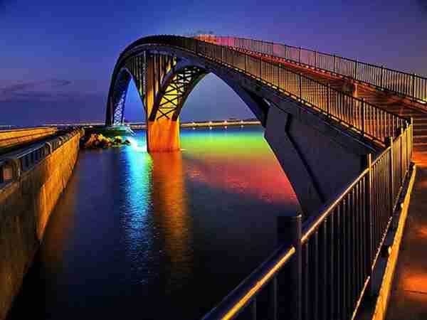 Η υπέροχη Rainbow Bridge στην Ταϊβάν