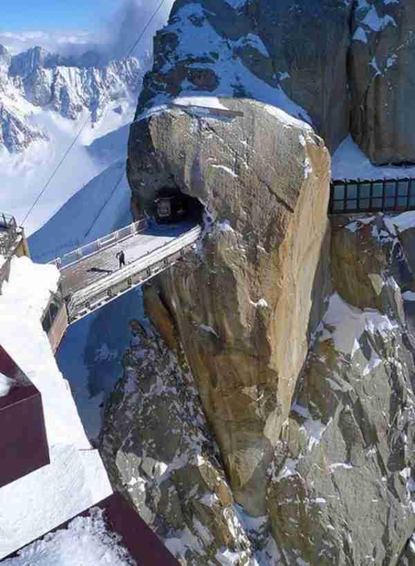 Η τρομακτική γέφυρα Aiguille du Midi