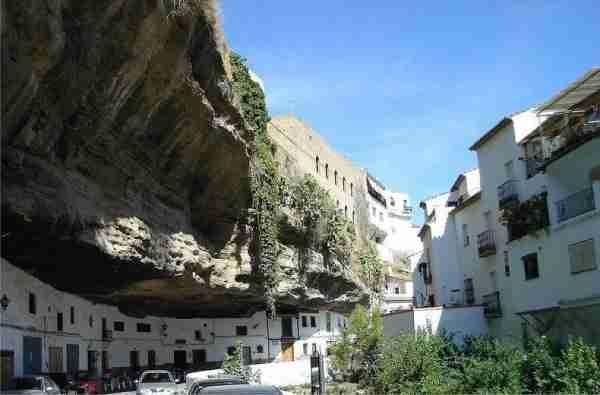 Setenil de las Bodegas, μια πόλη χτισμένη μέσα σε βράχους