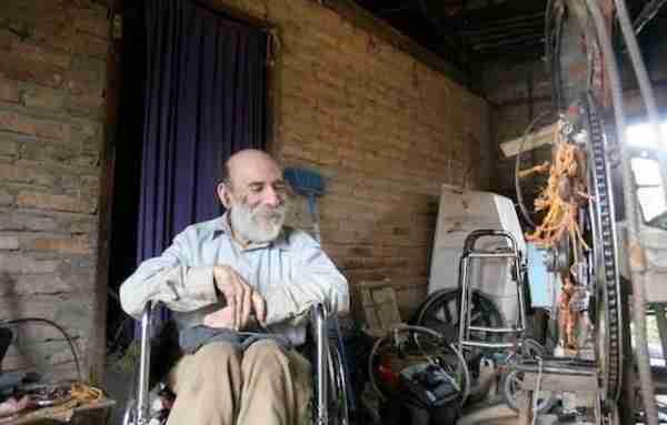 Ο άνθρωπος που ενώ πάσχει από πολιομυελίτιδα κατασκευάζει ελικόπτερο
