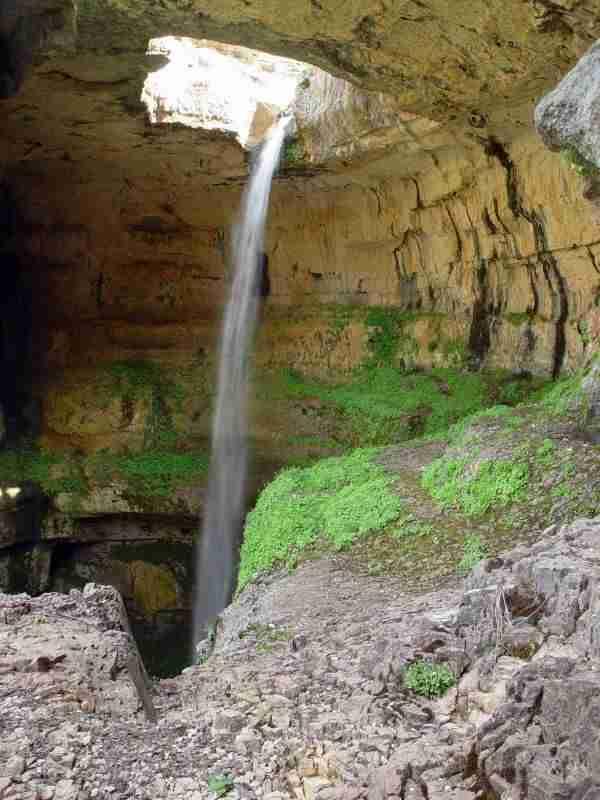 Baatara Gorge, ο καταρράκτης που πέφτει μέσα σε σπηλιά
