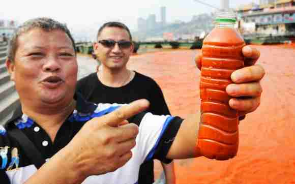 Ο ποταμός Γιανγκτσέ έγινε κόκκινος!