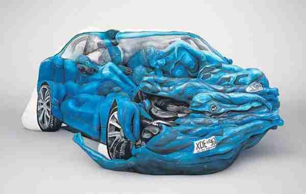 Ένα αυτοκίνητο από ανθρώπινα σώματα