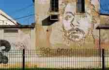 Τα ζωντανά πορτραίτα του Vhils στους δρόμους της Λισαβόνας