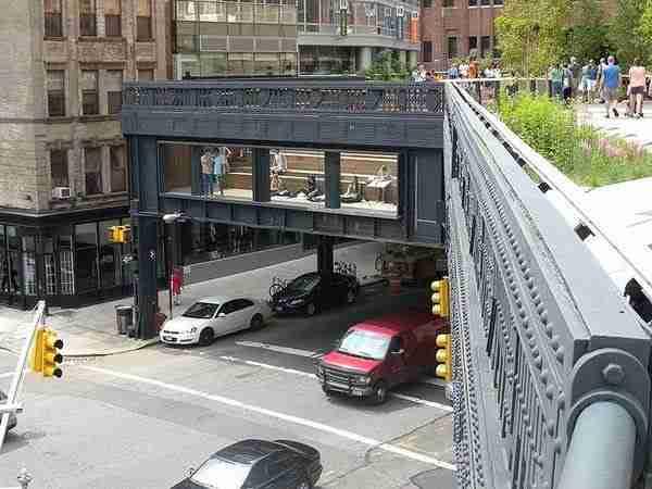 High Line, ένα πάρκο πάνω σε μια εγκαταλειμμένη σιδηροδρομική γραμμή