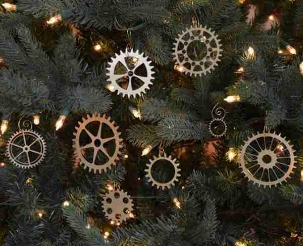 Καθημερινά αντικείμενα μετατρέπονται σε όμορφα στολίδια για το δέντρο σας