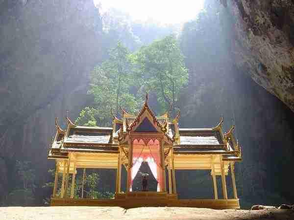 Το εντυπωσιακό σπήλαιο Phraya Nakon της Ταϊλάνδης