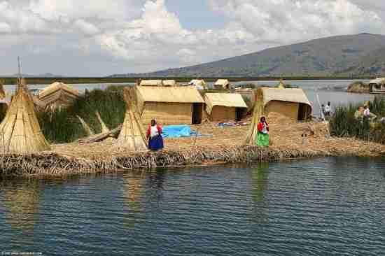 Τα πλωτά νησιά της λίμνης Τιτικάκα