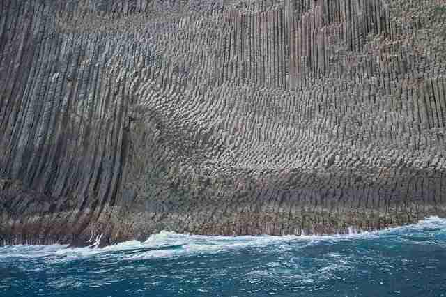 Οι θεαματικοί βραχώδεις σχηματισμοί Λός Οργάνος