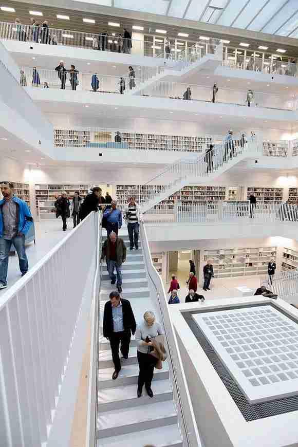 Η εντυπωσιακή νέα βιβλιοθήκη της Στουτγάρδης