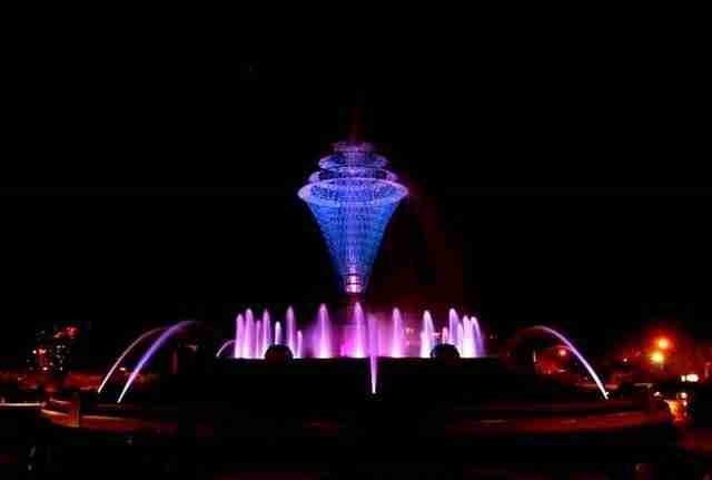 Bayliss Park Fountain – Council Bluffs, Iowa, USA