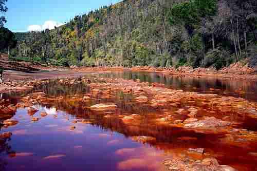 Ο ποταμός rio tinto , που βρίσκεται στα
