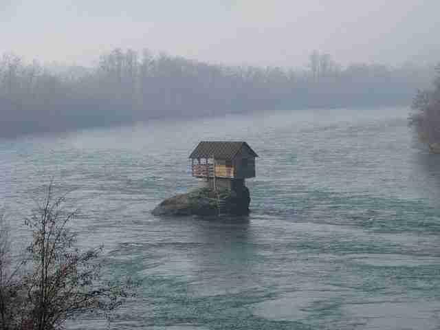 Το μικρό σπίτι στη μέση του ποταμού Drina