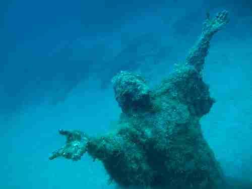 Άγαλμα του Χριστού 28 μέτρα κάτω από τη θάλασσα
