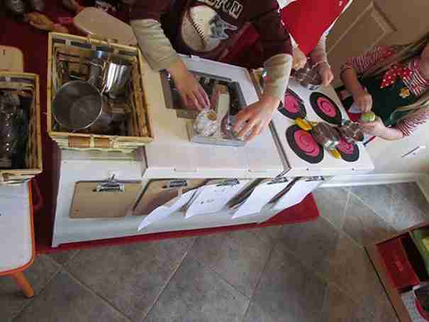 Pizza Box Play Kitchen 3