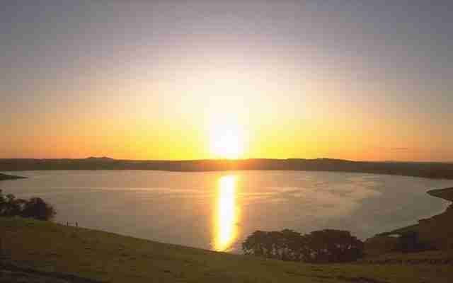 Lake-Bullen-Merri-is-a-brackish-crater-lake-near-Camperdown-in-Victoria-Australia