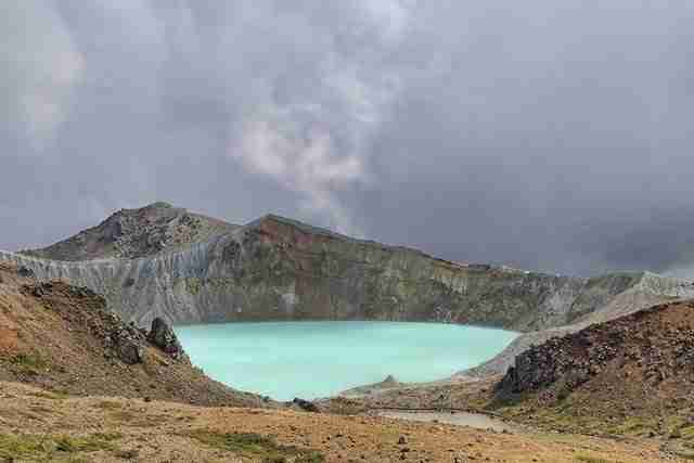 Mt.Shirane-crater-lake-in-Japan