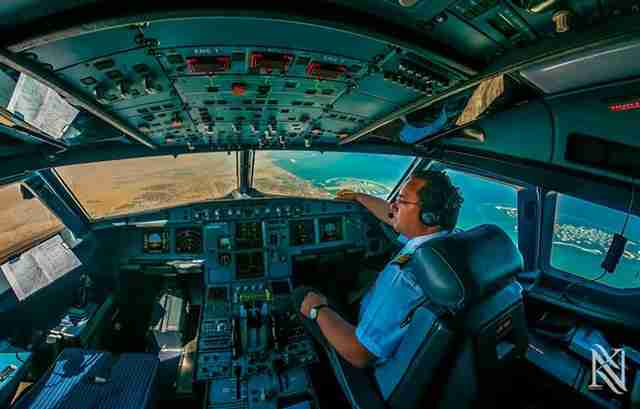Φωτογραφίες μέσα από το πιλοτήριο από τον Karim Nafatni