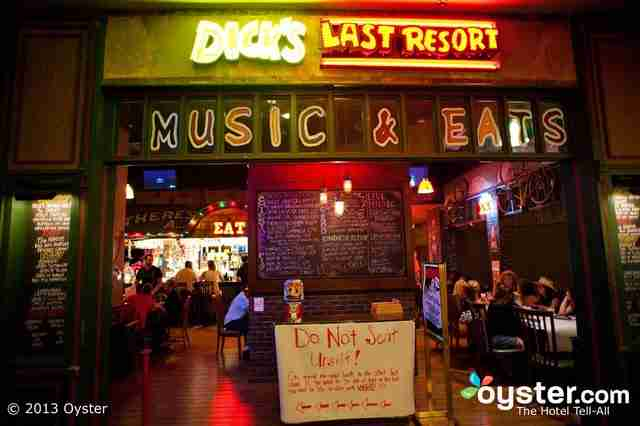 Dick's Last Resort, το εστιατόριο με το πιο αγενέστατο προσωπικό