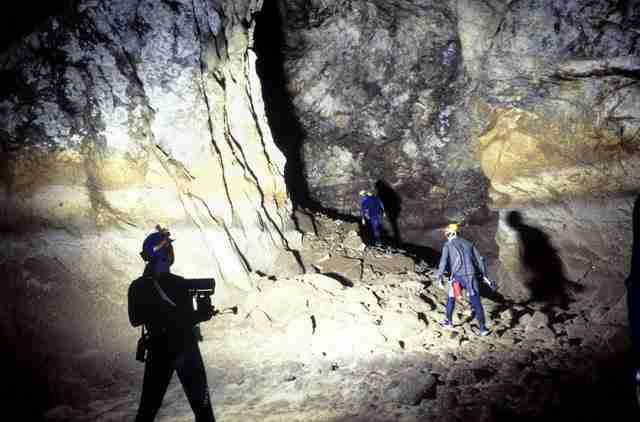 """Το μυθικό """"Σπήλαιο των Λιμνών"""" στα Κάστρια Αχαίας"""