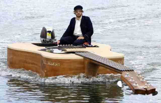 Βάρκα κιθάρα