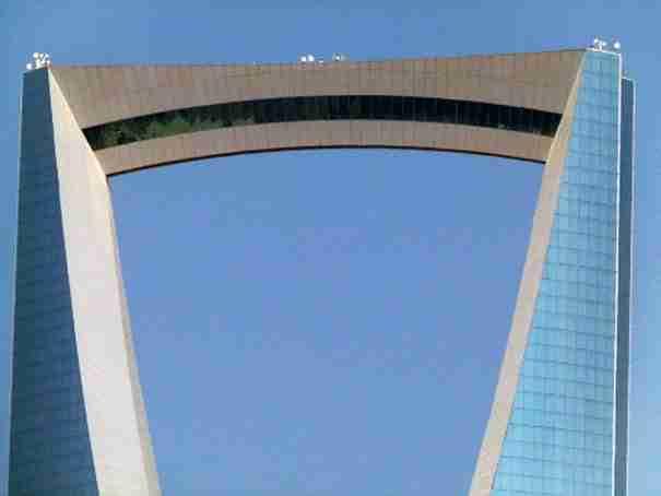 12 εντυπωσιακές γέφυρες πάνω σε κτήρια